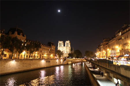 Moon, Jupiter and Notre Dame - Paris 2011